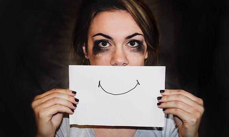 Післяпологова депресія: як її подолати та де шукати допомоги